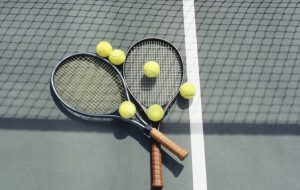 How To Pick Tennis Equipment